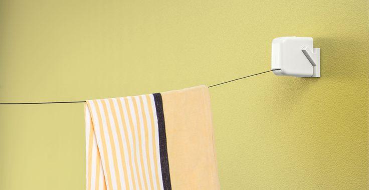 狭い空間のための、適切な機能とサイズ    空間をシンプルにするため、可能な限り、モノは小さく、使用しないときは存在感をなくせるようなデザインを目指しました。 STOK laundryは手のひらサイズで、特殊な内部機構により、ワンタッチで取り外しとロープの巻取りが同時にでき、スペースを無駄なく効率的に利用できます。