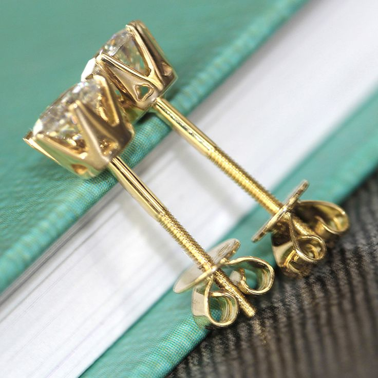 http://gemdivine.com/queen-brilliance-genuine18k-750-yellow-gold-1-carat-ct-f-color-test-positive-lab-grown-moissanite-diamond-earrings-for-women/