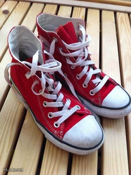 Punaiset Converset / Red Converse shoes