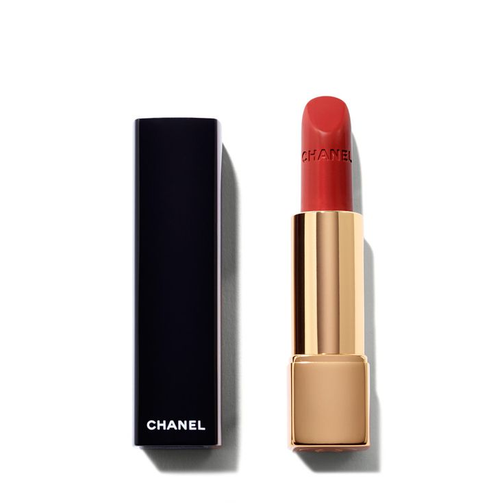 Chanel's New Red Featuring Kristen Stewart l Chanel Le Rouge Collection Rouge Allure Velvet Intense Long-Wear Lip Colour in Rouge Charnel l Get the Look l The Violet Files l @violetgrey