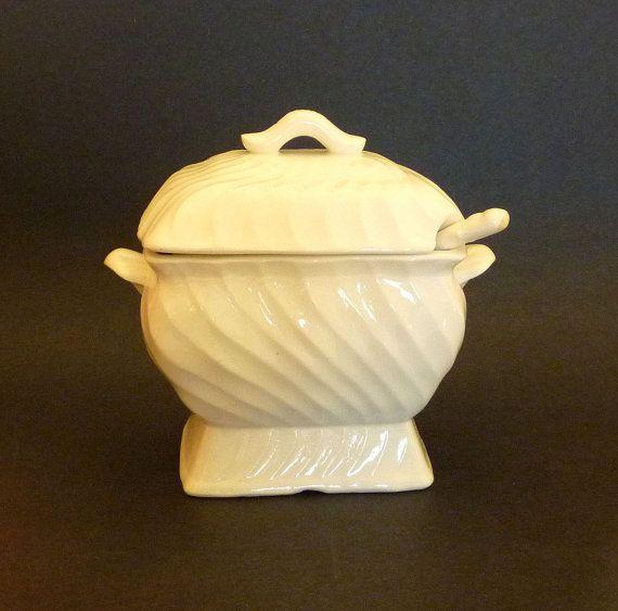 Gravy Boat Porcelain Electric SA Porcelain by MaisonChantalMichael