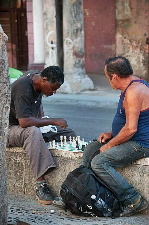 1. Parce que Cuba est un pays qui ne ressemble à aucun autre Cuba possède une identité forte et unique. L'histoire de l'île, qui a marqué le monde, le communisme au pouvoir depuis la fin des années 50, le métissage de la population, sa culture marquée par la musique et la danse, ont façonné un pays à nul autre pareil. Cuba est un autre monde... Lire la suite