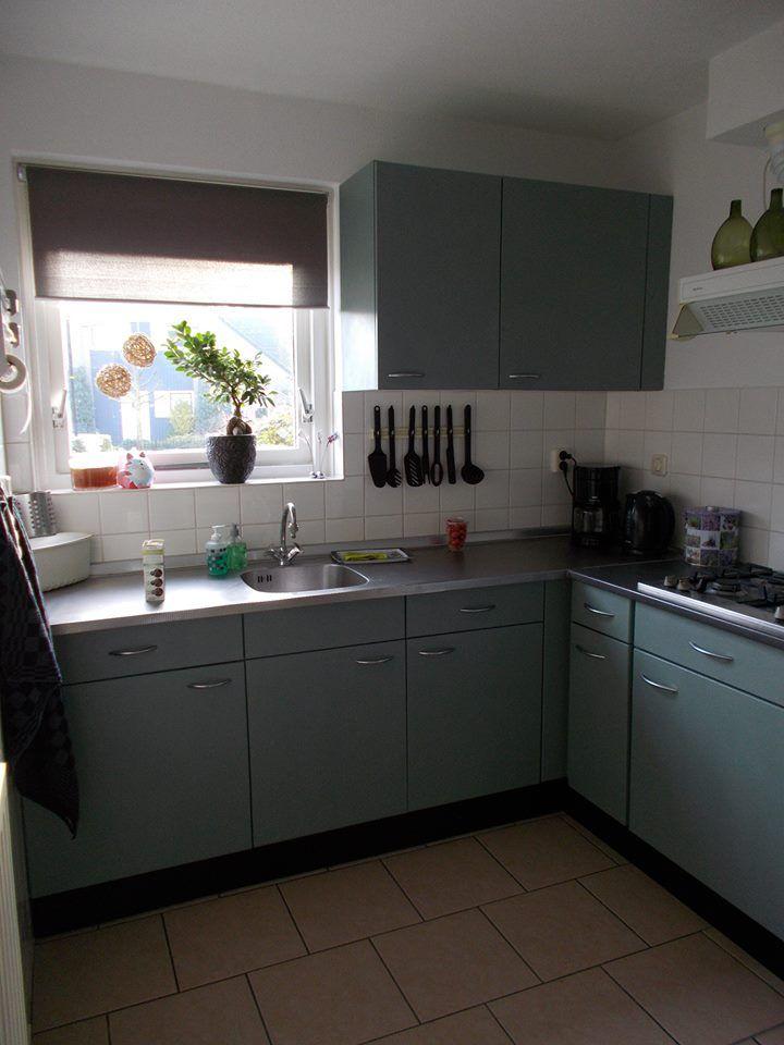 Hoi Jayne. Bij deze de foto van m'n keuken. ben echt zo super blij met het resultaat. van een keuken uit 2 delen met verschillende kleuren naar 1 schitterend geheel. Bedankt ! Mirjam www.shabbytreats.com