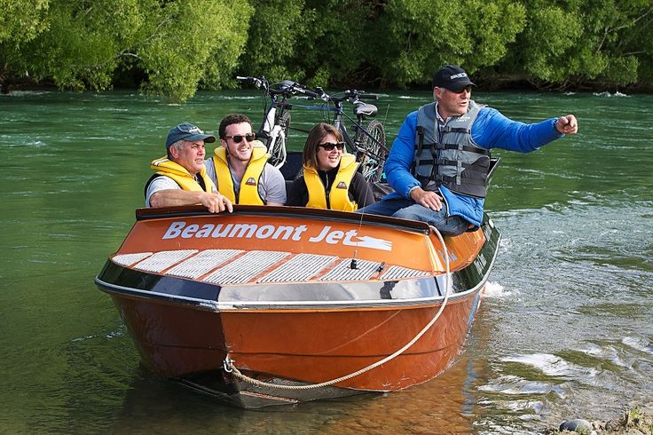 Clutha Gold Trail. Take a Jet Boat ride with Beaumont Jets on the Clutha River