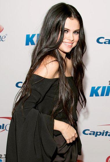 Selena Gomez chose her new fling Nial Horan's album over her ex-boyfriend Justin Bieber's - see her fan declaration