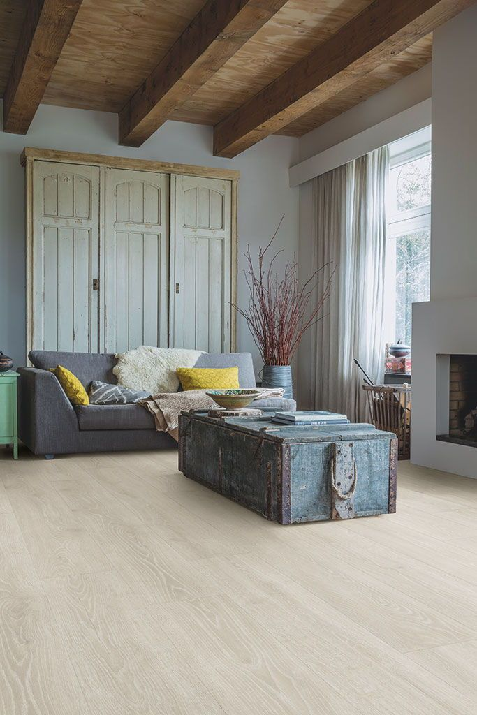 How To Choose The Ideal Living Room Floor Living Room Flooring Best Flooring Country Living Room