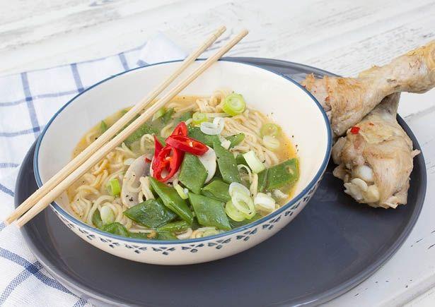 Recept: Noedelsoep met kip en limoenblaadjes