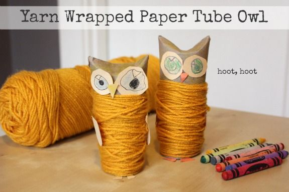 Yarn Wrapped Paper Tube Owls + Video from @MakeandTakes.com. Who wouldn't want one of these adorable owls on their book shelf or night stand? Pick and choose the colors you would like, also a great way for children to use their artistic talents!