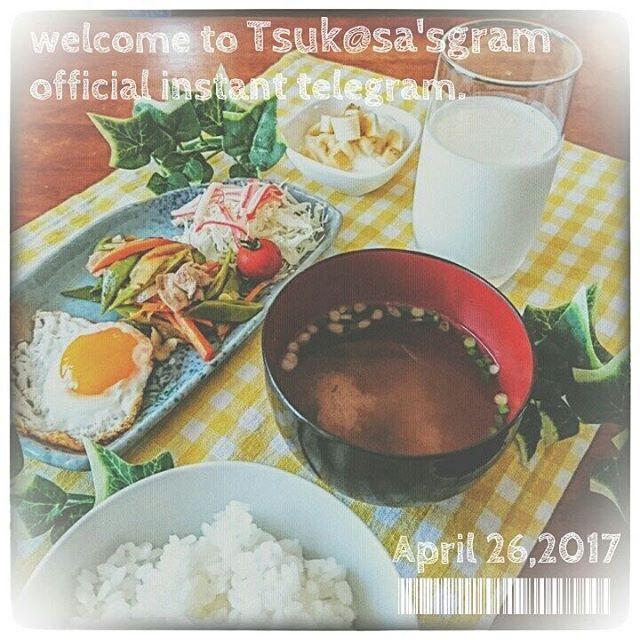 . 今日の朝ごはん�� ・目玉焼き ・肉野菜炒め ・野菜サラダ ・ご飯 ・お味噌汁 ・牛乳 ・バナナ入りヨーグルト をいただきました������ . Today's breakfast.�� ・Sunny-side up ・Stir-fried meat and vegetables ・Fresh salad ・Rice ・Miso soup ・Milk ・Yogurt with banana I ate.������ . ※※※2017.4.26※※※ . #今日の朝ごはん #朝ごはん #おうちごはん #フォトジェニックフード #朝食 #幸せな食卓 #常備菜 #一汁三菜 #一汁一菜 #料理好きな人と繋がりたい #手料理 #定食 #栄養バランス #料理写真 #自炊生活 #丁寧な暮らし #まかない #毎日ごはん #breakfast #combinationmeal #lin_stagrammer #delistagramer #nomnomnom #deliciousness #eeeeeats #burpple #buzzfeast #homemadefood…
