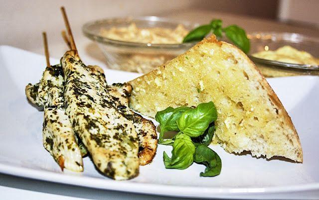 Mikaelas kök: Förrätt: Kycklingspett med dippsåser + vitlöksbröd