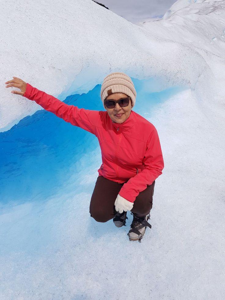 Nuestros #viajeros costarricenses llegaron a El #Calafate y en un hermoso día soleado se aventuraron a practicar #trekking sobre el #Glaciar #PeritoMoreno. ¡Una #experiencia única para admirar los #glaciares de la #Patagonia! No es una actividad exigida, pueden disfrutarlo viajeros de distintas edades. ¡Consúltenos por su viaje a El Calafate! #destinos #lugares #naturaleza #aventura #vacaciones #viajerosfelices #enfamilia #Argentina #acrossargentina