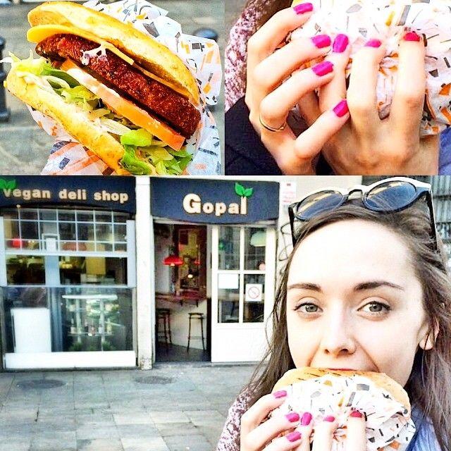 The best vegan burger in Barcelona (Mexican chili) #gopal #veganfoodshare #vegan #delicious #yummy #veganburger #barcelona #spain #travel #blogger #foodie
