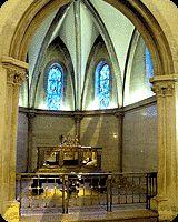 Nevers to miejscowość w Burgundii, gdzie w klasztorze Saint - Gildard znajduje się grób św. Bernadetty, która dostąpiła przywileju objawień Matki Bożej.