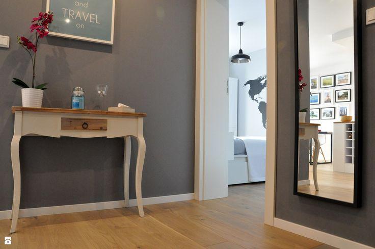 Nadwiślańska / mieszkanie podróżniczki - zdjęcie od NIESKROMNE PROGI - Hol / Przedpokój - Styl Skandynawski -…