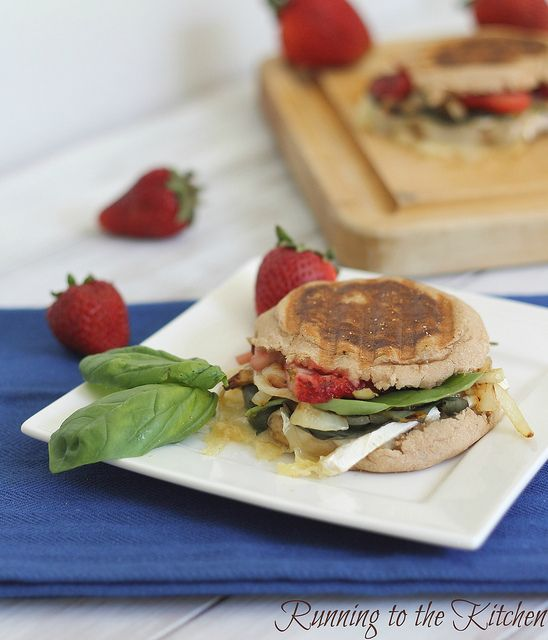 Strawberry Brie Panini -- now that's summery: Recipe, Strawberry Brie, Strawberries, Brie Strawberry, Paninis, Panini Strawberry, Healthy Food