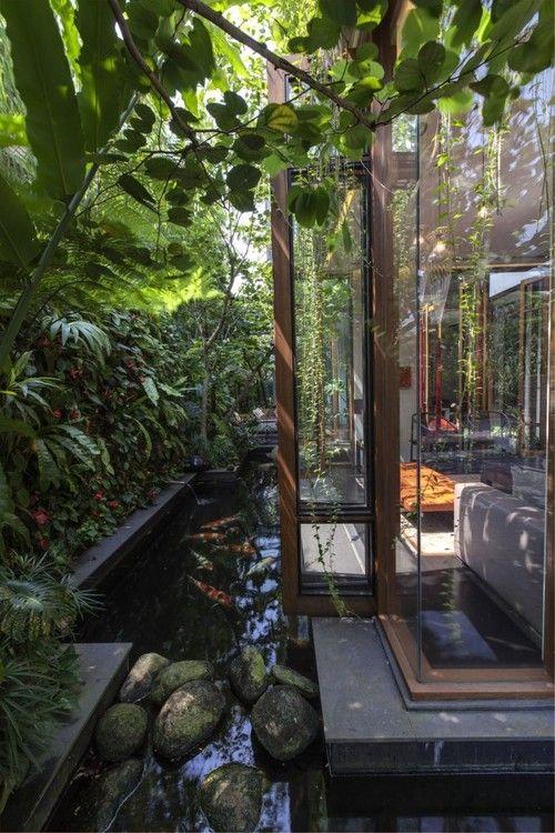 Ambiance Japonaise, bassin et verdure.