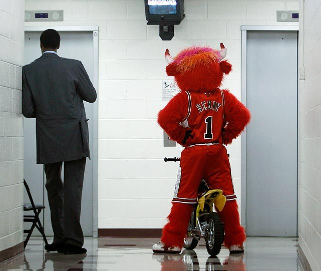 Legend Scottie #Pippen & Benny the Bull wait for the elevator.
