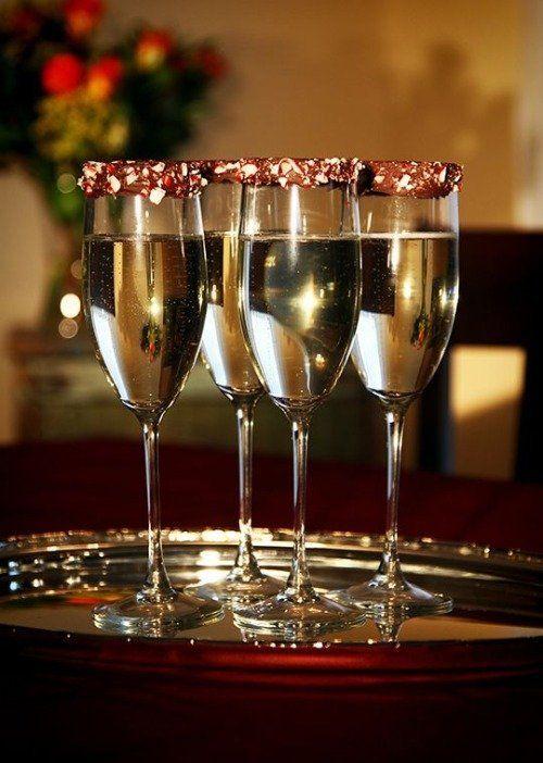 Открытка с бокалом вина с днем рождения