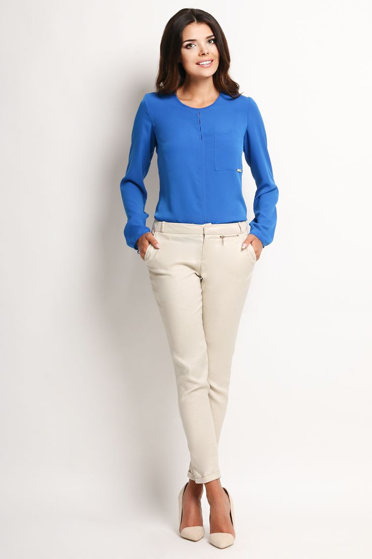 Bluza dama albastra office-eleganta cu maneca lunga,cu decolteu rotund si cu prindere cu siret in partea de jos a manecilor.