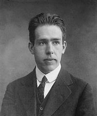 Niels Bohr (1885 – 1962) Ganador del Premio Nobel de Física (1922) por sus contribuciones a la mecánica cuántica y a la comprensión de la estructura del átomo.