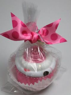 Cupcake Baby gift: cupcake made out of baby products