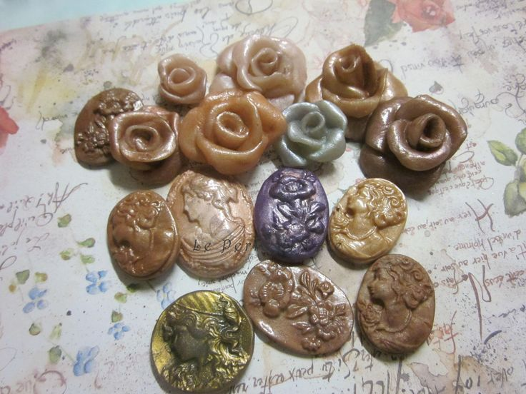 rose e cabochon in paste di mais e polimerica