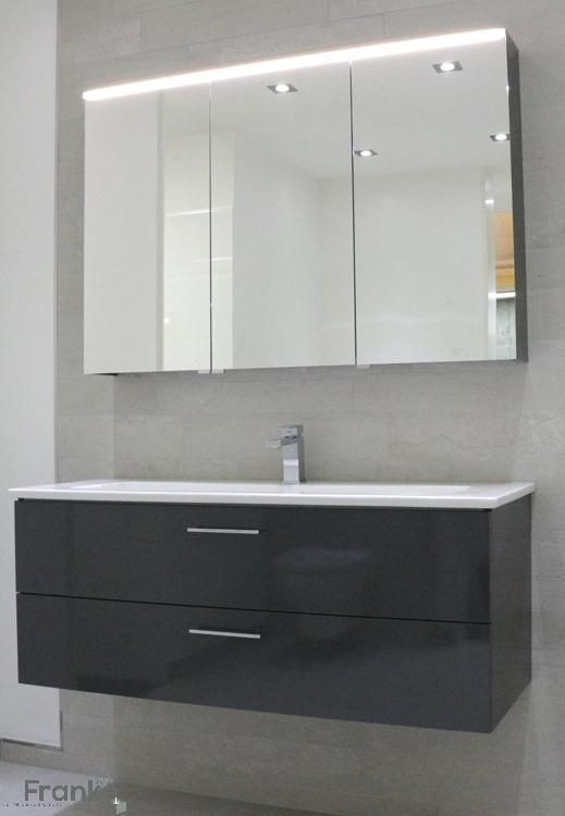 moderne waschtischkombination bei uns in der ausstellung waschtisch unterschrank spiegel. Black Bedroom Furniture Sets. Home Design Ideas