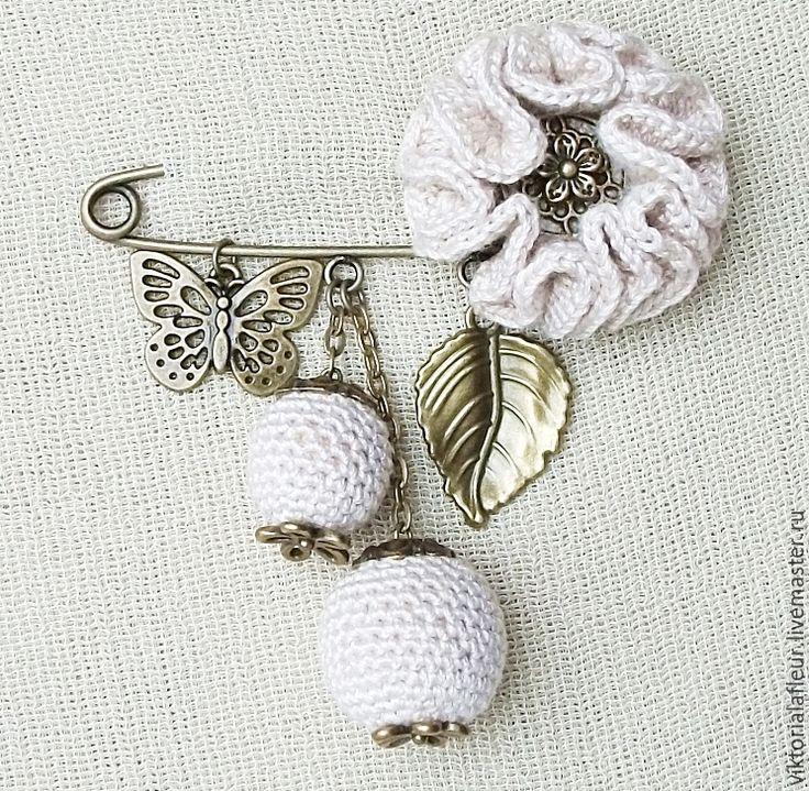 """Купить Брошь-булавка """"Нежный цветок"""" - бежевый, брошь, брошь-булавка, булавка с подвесками"""