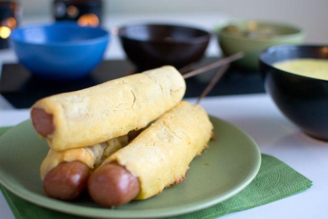 Bakade corndogs. Korv i majssconesdeg.