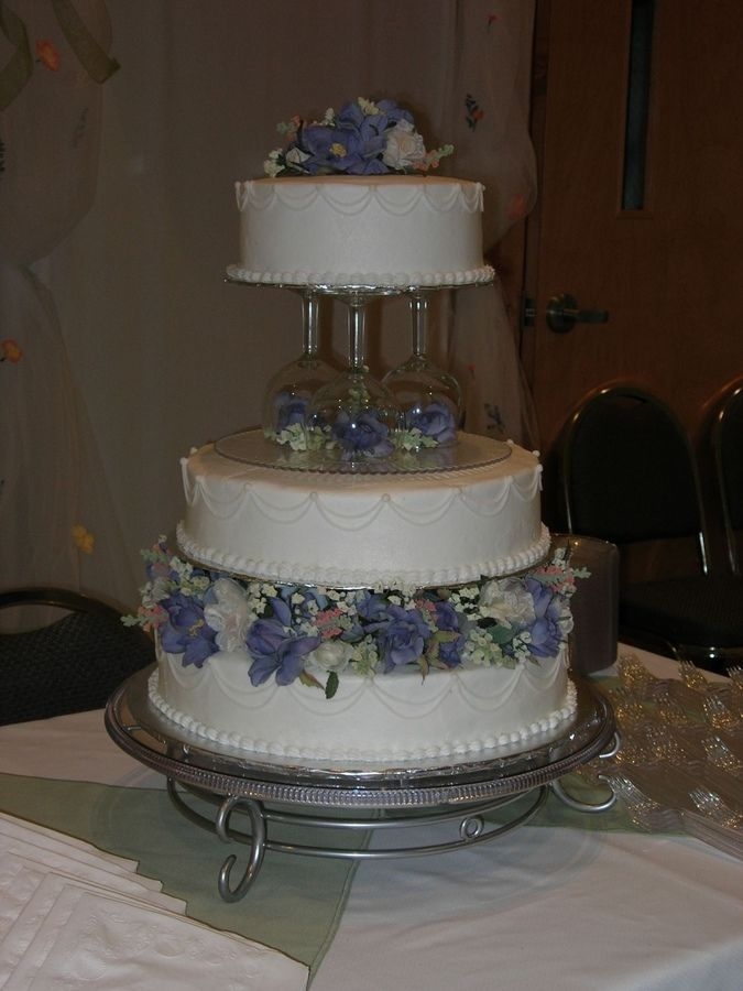pillar wedding cakes | ... wedding cake! Ch&agne glasses were supported by dowels & 87 best Pillar Wedding Cakes images on Pinterest | Buttercream ...