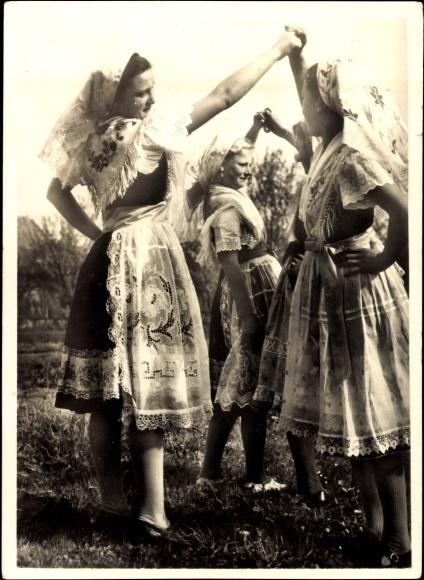 Ansichtskarte / Postkarte Spreewald, Junge Frauen in Tracht beim Tanzen
