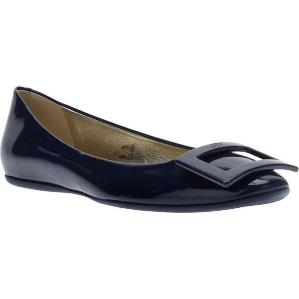 Roger Vivier Gommette Ballet Flat ($760) ❤ liked on Polyvore featuring shoes, flats, navy, ballet flats, ballet flat shoes, patent leather ballet flats, navy blue ballet flats and round toe flats #rogervivierflats