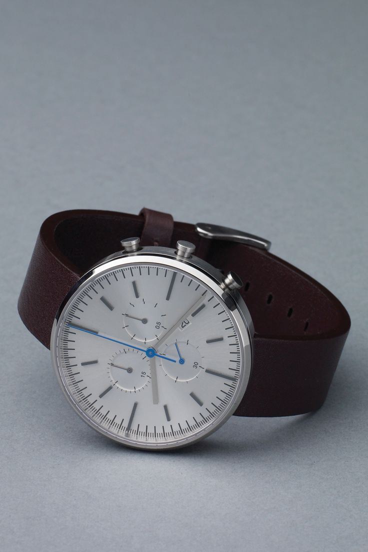 The new 302 series in brushed steel and mahony leather from British watch brand Uniform Wares. Nice.