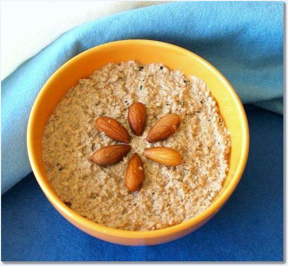 Mic dejun cu fulgi de ovaz, migdale, seminte si curmale - Plini de viata com blog