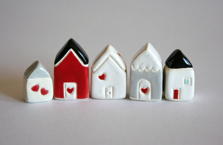 Little Clay House - White red Heart - Miniature Ceramic Cottage