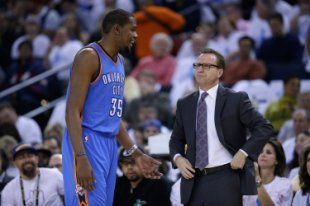 Kevin Durant and Scott Brooks won a lot of games together in Oklahoma City. (Ezra Shaw/Getty Images)