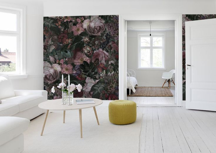 A+botanical+landscape+of+large+dark+flowers+that+triggers+the+imagination+and+creates+a+modern,+rustic+and+romantic+feel+to+your+room.+For+those+looking+for+a+distinctive+floral+pattern+with+much+feeling.