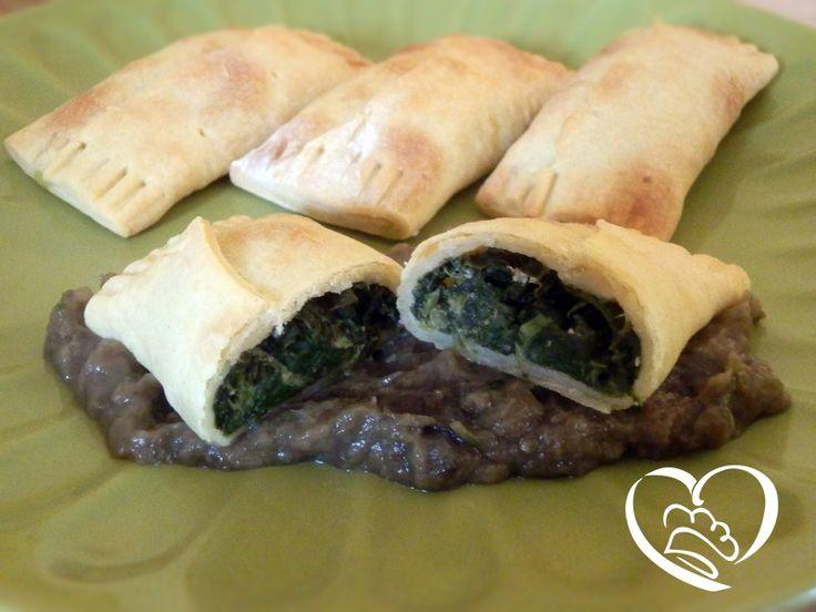 Bauletti di spinaci su crema di melanzane http://www.cuocaperpassione.it/ricetta/692f1f4c-9f72-6375-b10c-ff0000780917/Bauletti_di_spinaci_su_crema_di_melanzane