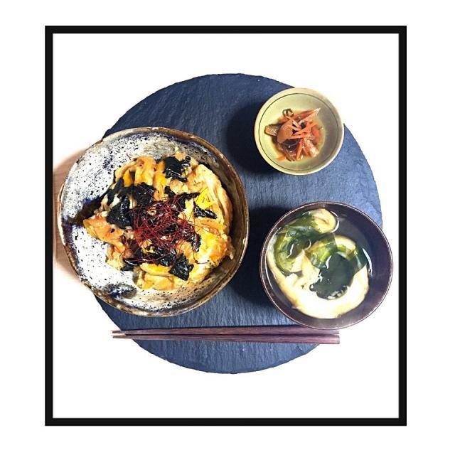 沖縄土産のお麩を使って親子丼とお吸い物を。  松前漬けを添えて。渋めの朝食。 - 36件のもぐもぐ - 沖縄麩の親子丼御膳  by welcomeizumi