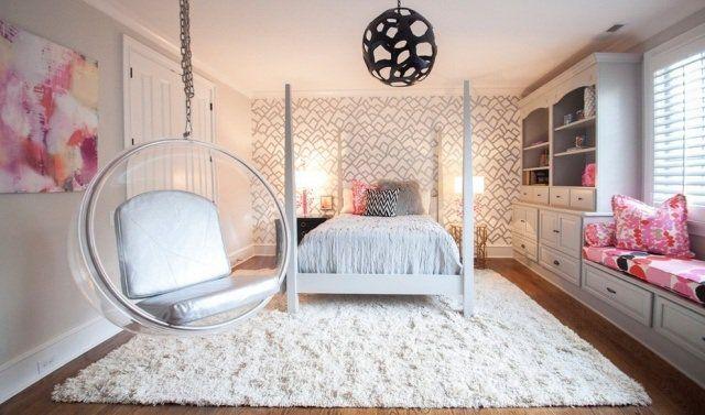 chambre ado fille chic en couleurs claires avec fauteuil boule suspendu