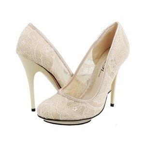 Champagne kleurige schoenen met kant - wel zonder dat stomme zwarte randje