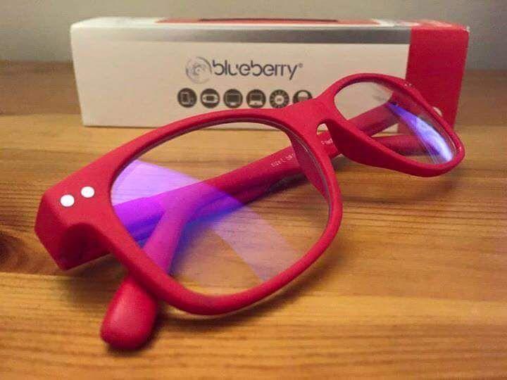 Bescherm uw ogen tegen blauw licht met de Blueberry bril.  Wanneer u gebruikmaakt van apparaten als een tablet smartphones en/of een laptop worden uw ogen regelmatig blootgesteld aan blauw licht. Dit blauwe licht oftewel HEV-licht is schadelijk voor de ogen en kan al op jonge leeftijd leiden tot tal van klachten. Uw opticien in Sneek heeft hiervoor een goede oplossing die bovendien ook geschikt is voor mensen die geen bril of contactlenzen dragen: een hippe bril met een planolens met blue…
