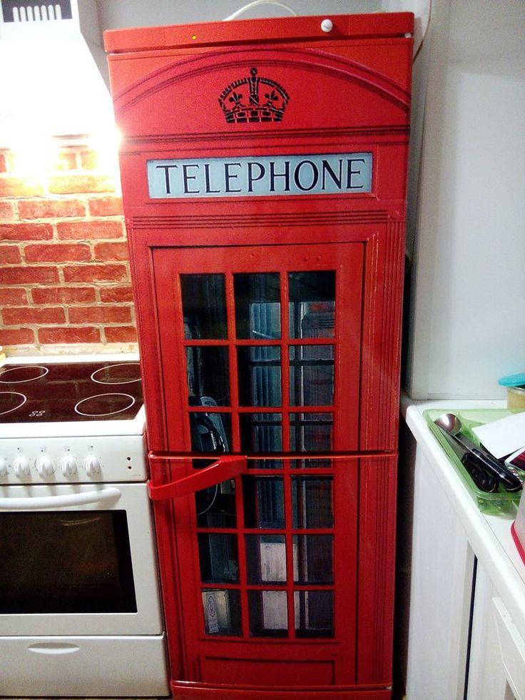 Телефонная будка вместо холодильника