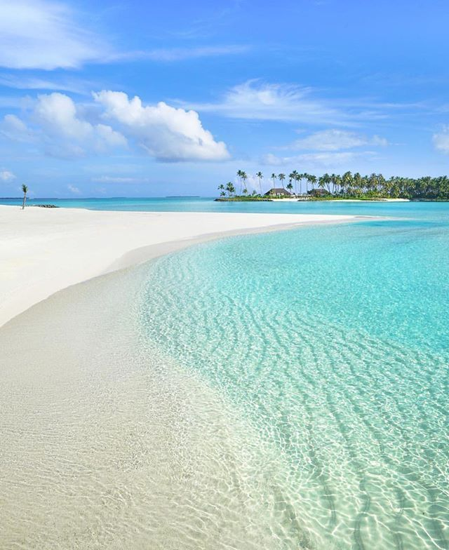 Maldives  Credits ✨@michutravel✨ . #beachesnresorts for a feature