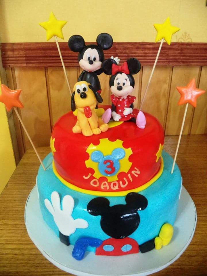 #Mickey #Minnie and #Pluto #fondant #cake by Volován Productos #instacake #puq #Chile #VolovanProductos #Cakes #Cakestagram #SweetCake