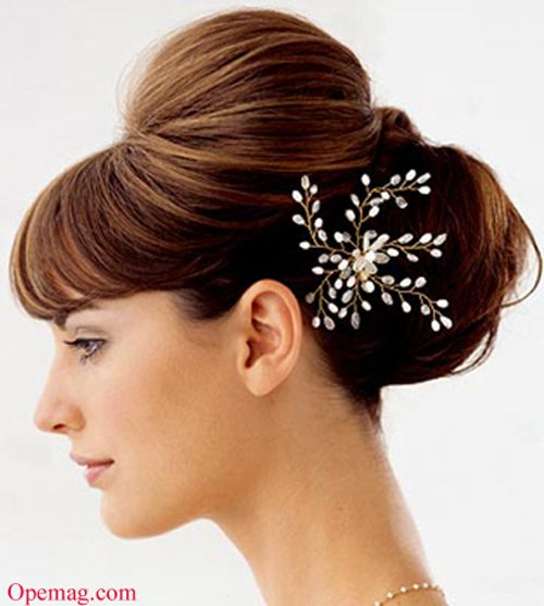 This Sleek and stylish Updo is a classic hairstyle for Indian wedding can also be one of the eye-catching and traditional looking bridal hairstyles for Indian weddings. Description from hairextensions-usa.com. I searched for this on bing.com/images