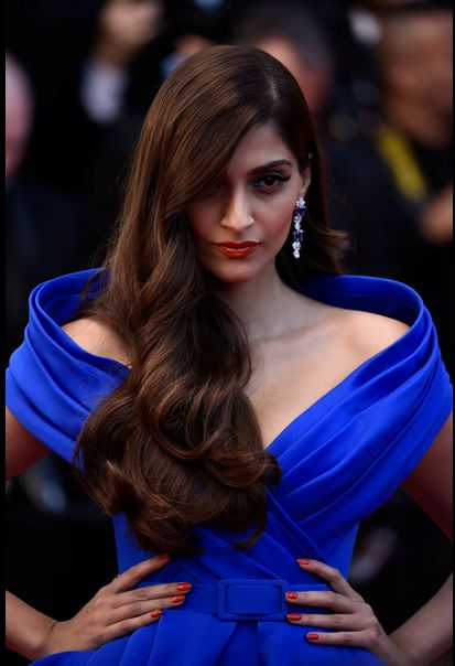 Cannes 2015: Sonam Kapoor at the premier of 'The Sea of Trees' | PINKVILLA