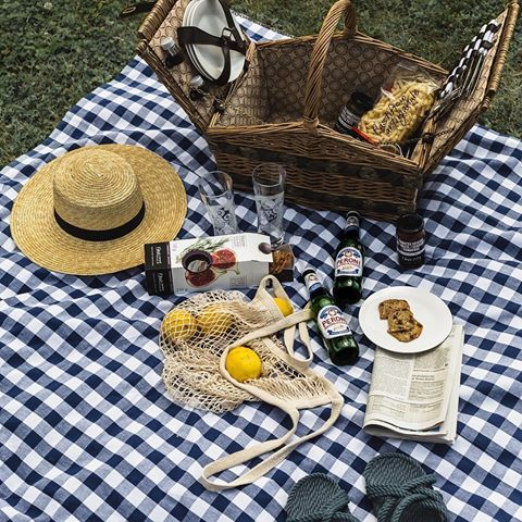 This perfect @peroni_ca picnic setup got me thinking that our next vacation could be in Italy 😏🇮🇹 #PeroniQc #MaisonPeroni ad