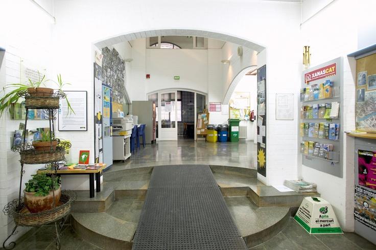 Cerverí de Girona - Girona. Serveis: Menjador, màquines automàtiques de begudes fredes, calentes i sòlids, bugaderia, jocs de taula i wi-fi.