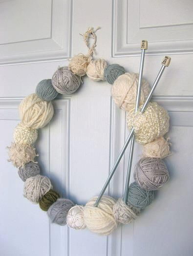 a bit of holiday cheer...  both of these ideas are pretty simple and require a few items along with some yarn. Found here: http://dottieangel.blogspot.com.au/2007/11/bit-of-holiday-cheer.html